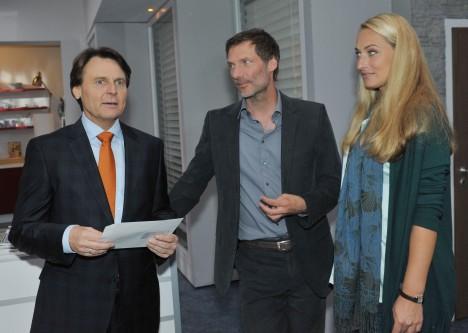 Gerner (Wolfgang Bahro, li.), Alexander (Clemens Löhr) und Maren (Eva Mona Rodekirchen) bei GZSZ