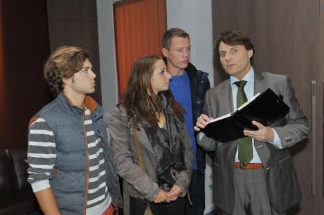 Gerner (Wolfgang Bahro, re.), Zac (Jascha Rust, li.), Tanja (Senta-Sofia Delliponti) und Vince (Vincent Krüger) bei GZSZ