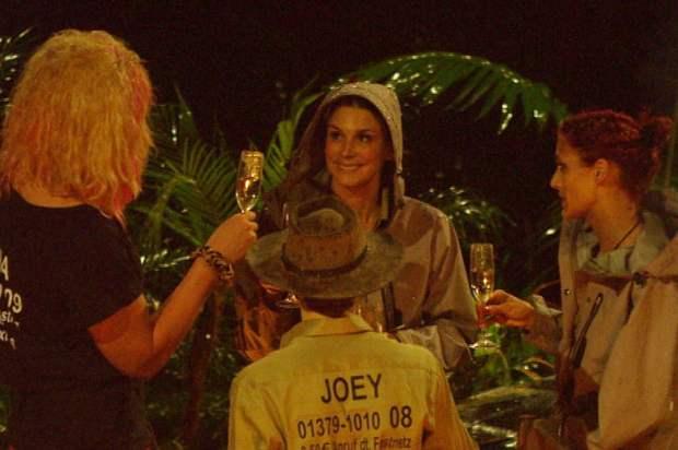 Dschungelcamp 2013: Joey Heindle trinkt nicht gern vor der Kamera! - TV