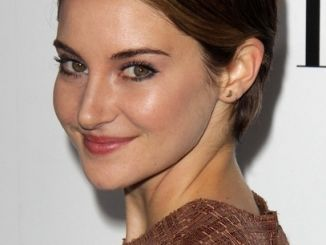 "Shailene Woodley - Elle Magazine 20th Annual ""Women In Hollywood"" Event thumb"