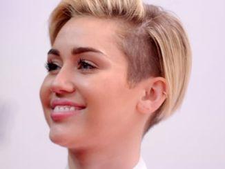 Miley Cyrus - Jingle Ball