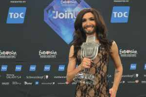 Conchita Wurst: Julio Iglesias mag ihn sehr! - Promi Klatsch und Tratsch