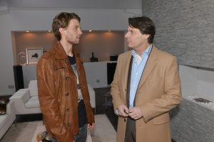 Dominik (Raul Richter, l.) und Gerner (Wolfgang Bahro)