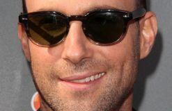 Adam Levine sieht aus wie ein Spermium