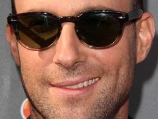Adam Levine: Gleich zwei nackte Pfirsich-Popos - Promi Klatsch und Tratsch