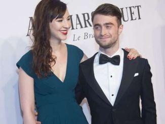 Daniel Radcliffe und Erin Drake flirtend vor der Kamera - Kino