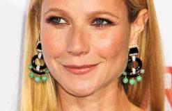 Gwyneth Paltrow pinkelt in die Dusche