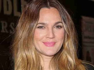"""Drew Barrymore """"Wildflower"""" Book Signing at Barnes & Noble at The Grove on November 4, 2015"""