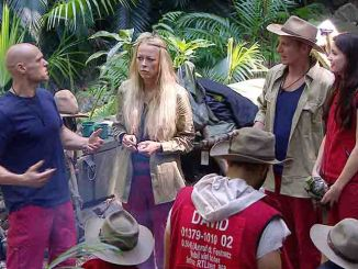 Dschungelcamp - Tag 6: Thorsten Legat (l.) erzählt (v.l.) Jenny Elvers, David Ortega, Jürgen Milski und Nathalie Volk