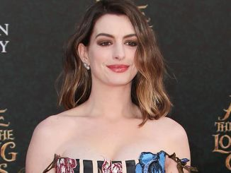 "Anne Hathaway - ""Alice Through the Looking Glass"" Los Angeles Premiere"