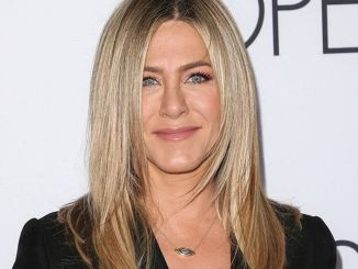 "Jennifer Aniston - ""Mother's Day"" World Premiere - Arrivals"