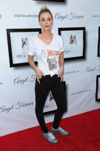Kaley Cuoco - 6th Annual Stand Up for Pits Comedy Benefit