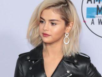 Selena Gomez - 2017 American Music Awards - 4