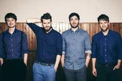 """""""Revolverheld"""" und das neue Album """"Zimmer mit Blick"""" - Musik News"""
