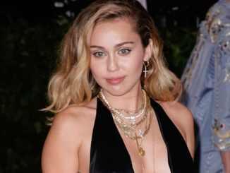 Miley Cyrus: Schampus im Schnee - Promi Klatsch und Tratsch