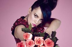 Lily Allen 30350683-1 thumb