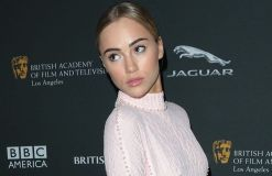 Suki Waterhouse will singen