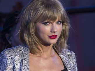 """Taylor Swift - """"New Year's Rockin' Eve 2015"""" with Taylor Swift in Concert in Times Square in New York"""