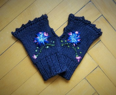 Rosemaling Mitts by Fadenfee