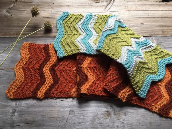 Grant scarf in Stone Wool Osage and Quince & Co Osprey by Loop London, free pattern