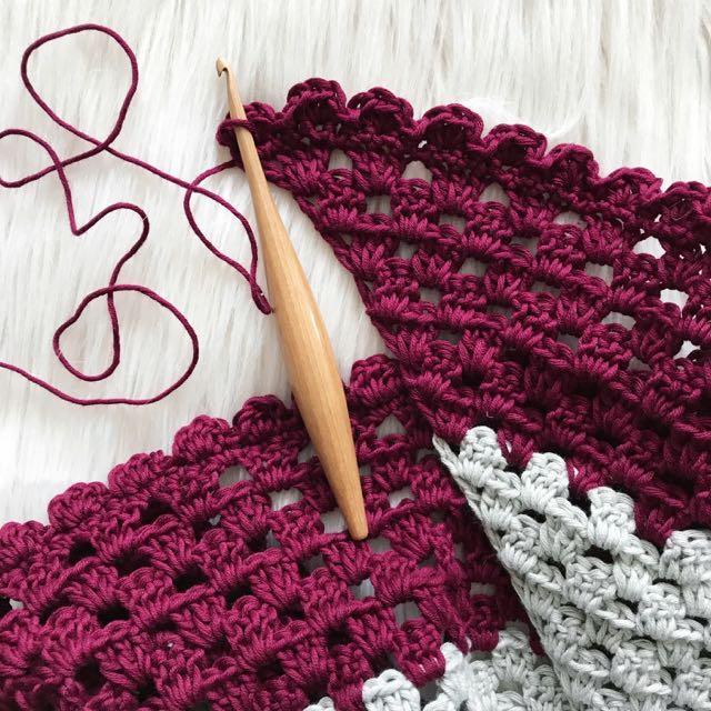 Camwood Streamline Furls Crochet Hook at Loop London