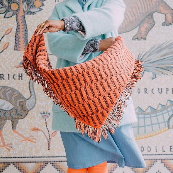 Ess shawl with daughter of shepherd wool at Loop London
