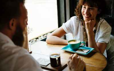 Improve conversation skills in 5 minutes. Learn actionable strategies and how to conversate confidently.