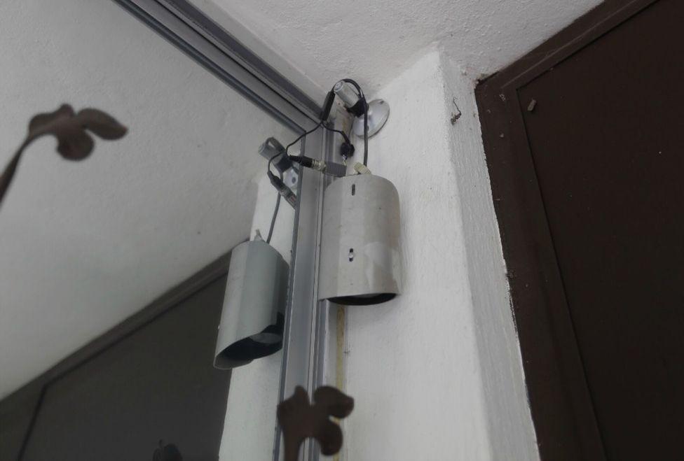 Las cámaras de la vivienda también fueron dañadas. Foto de Milenio.