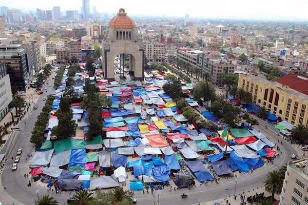 Negocios cerca del Monumento de la Revolución han sido afectados por la CNTE. Foto de Archivo