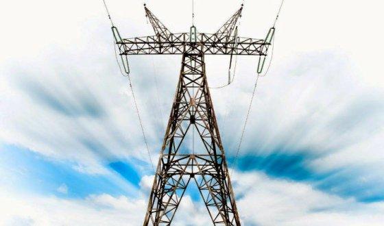 """Preocupación  por los """"obstáculos y torpedeo"""" continuo a la línea eléctrica de 400kV"""