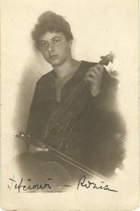 rosa tocando el violinLQsomos
