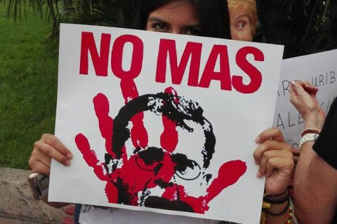 Valencia: rechazo a la presencia del asesino Álvaro Uribe