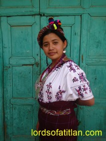 Juana Ofelia represented San Gaspar Chajul, El Quiché and th0erefore speaks ixil. She was also first finalist in the election of  Flor Nacional del Pueblo Maya in Xela 2010. However, she may have been the victim of fraud.