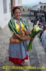 Guatemala is home to 22 Maya idioms but also two other indigenous groups which are non-Maya: the Xinka and the Garifuna. Therefore, we say indigenous queens, not Maya queens. On this night, many Maya participated in the election of the Princess of the Four Cardinal Points of Guatemala. However, the absolute winner was the Xinka, Edilia Escobar. Not only was it a victory fo her home of Xalapán Jalapa, but it was a victory for the cultural diversity of the Republic.