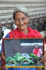 Although this vendor from San Gabriel never asks for anything, she´s proud of her little gift.