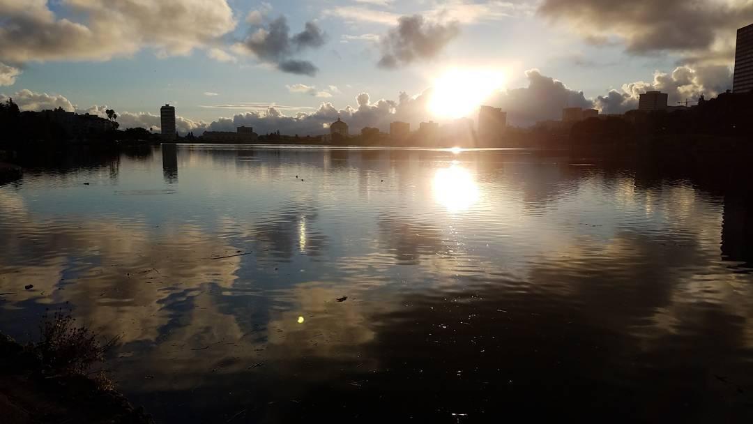 Fantastic sky above Lake Merritt this evening! iloveoakland lakemerritt sunsethellip