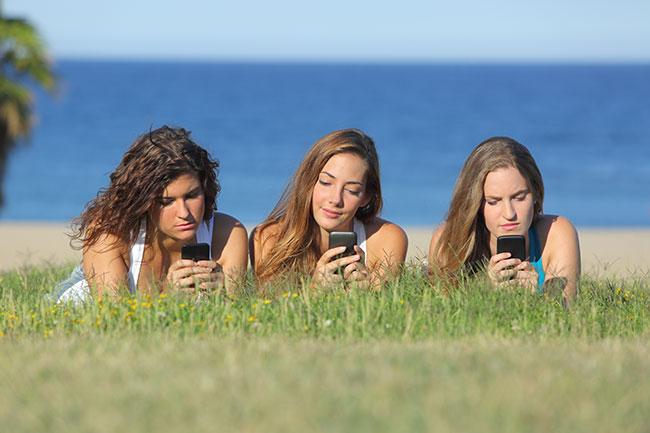 10 Signs You May Need a Social Media Detox   Loren's World