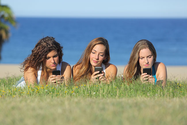 10 Signs You May Need a Social Media Detox | Loren's World