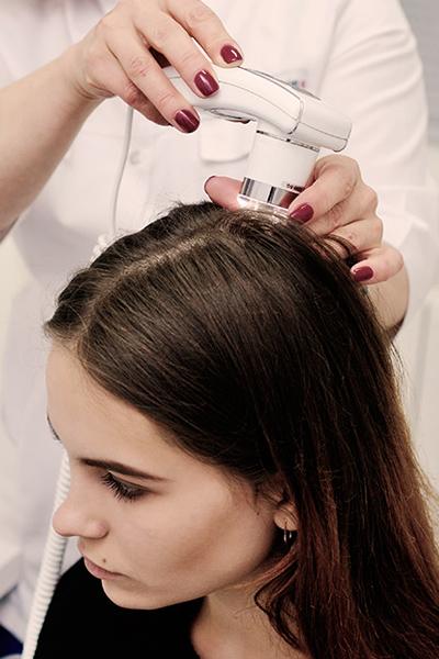 Lorenzo-Belardi-Hairdresser-trattamento-capelli-tricologia-diagnosi-con-microcamera