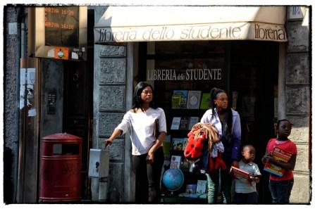 Via D'azeglio - Parma - alla fermata dell'autobus