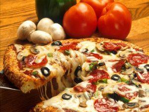 Kuma reviews Giant Rustic Pizza