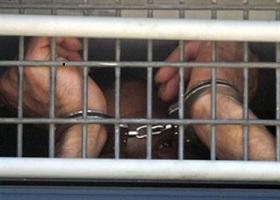 carcere-pena-uomo-manette