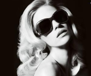 bionda,-occhiali-da-sole,-foto-in-bianco-e-nero-224544
