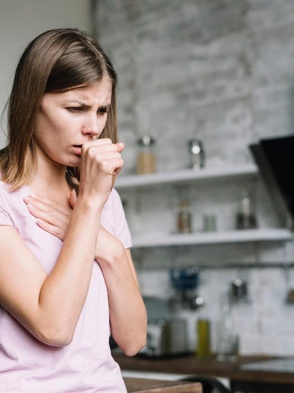 Tosse persistente? Capire le differenze dei sintomi per individuare la cura
