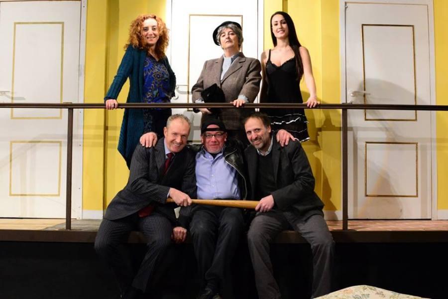 """Twist"": un vortice di bugie e comicità a teatro"