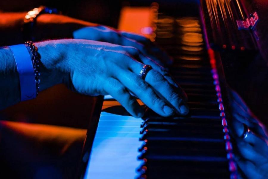 Pino Torinese, una serata a testa in su a guardare le stelle cadenti a ritmo di jazz