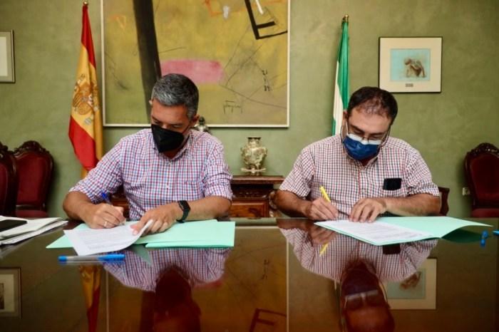 Alcalde de Rota José Javier Ruiz Arana y David Campos Los Corrales de Rota Firman convenio