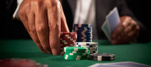 バカラの賭け方や配当はどうなっているの?