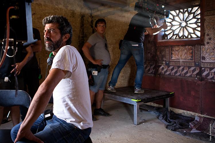 Alberto Rodríguez durante el rodaje de 'La Peste'