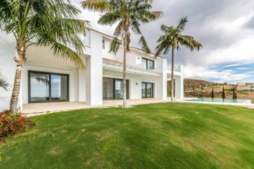 Contemporary Villa with Indoor Pool – 5,900,000 euros
